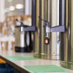 Kaffee – gab es aus 2 großen Warmhaltebehältern