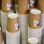 Pappbecher für den Kaffee